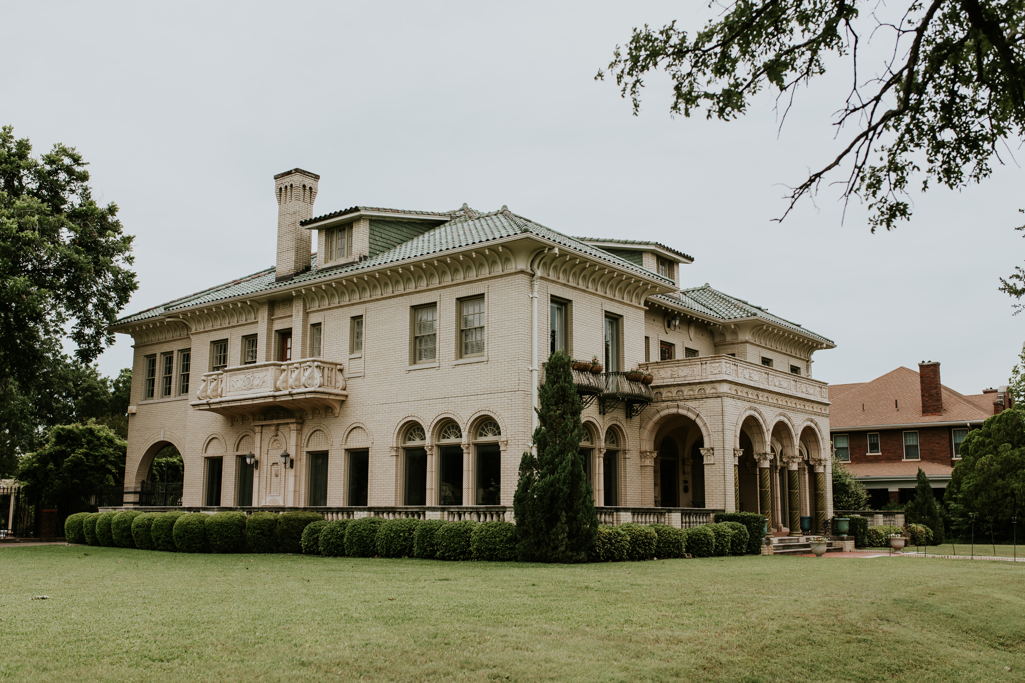 Private Manion Wedding Venue // Fort Worth, Texas // A Modern Chic Mansion Wedding with Amare Bride Perla