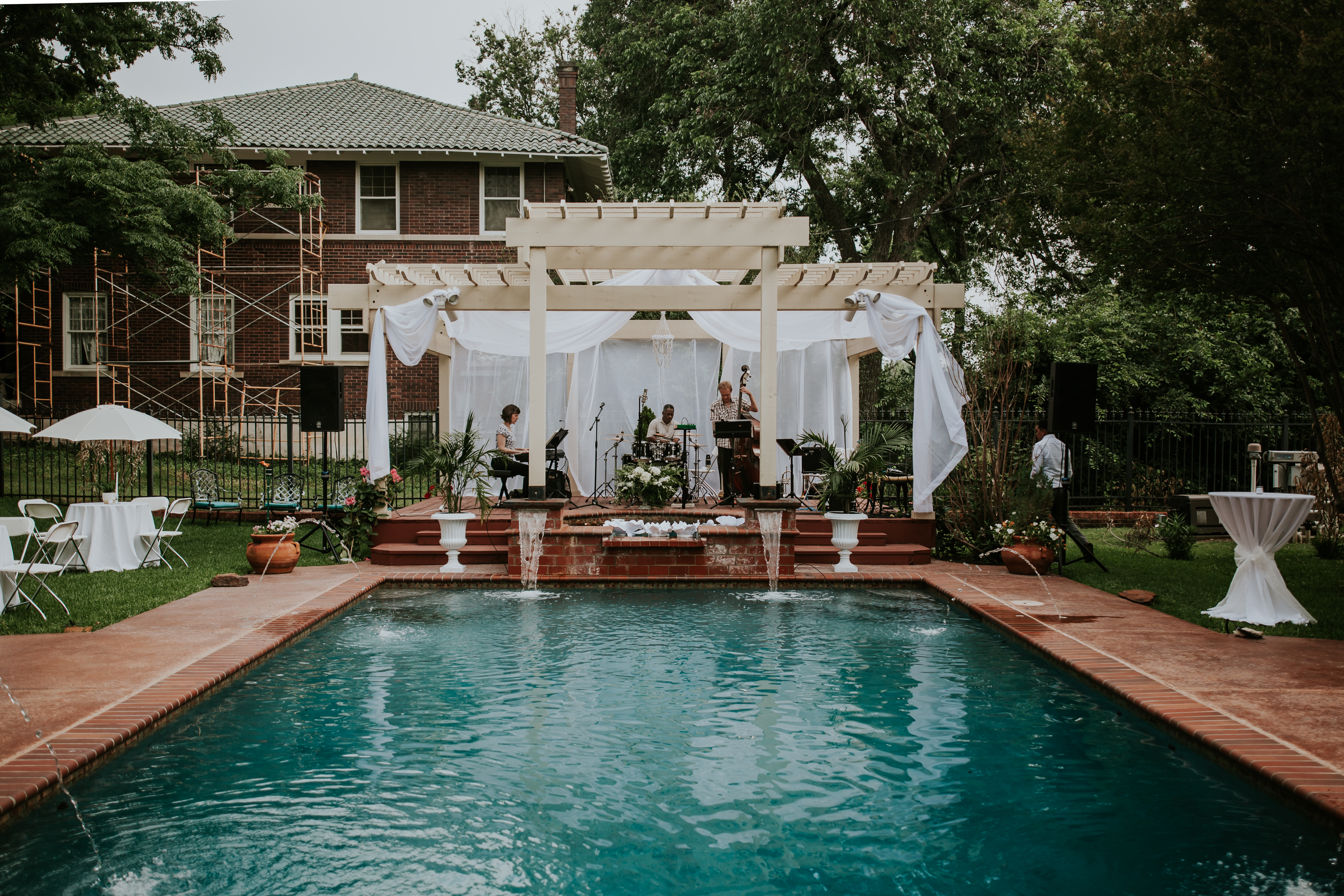 Poolside Wedding Reception // A Modern Chic Mansion Wedding