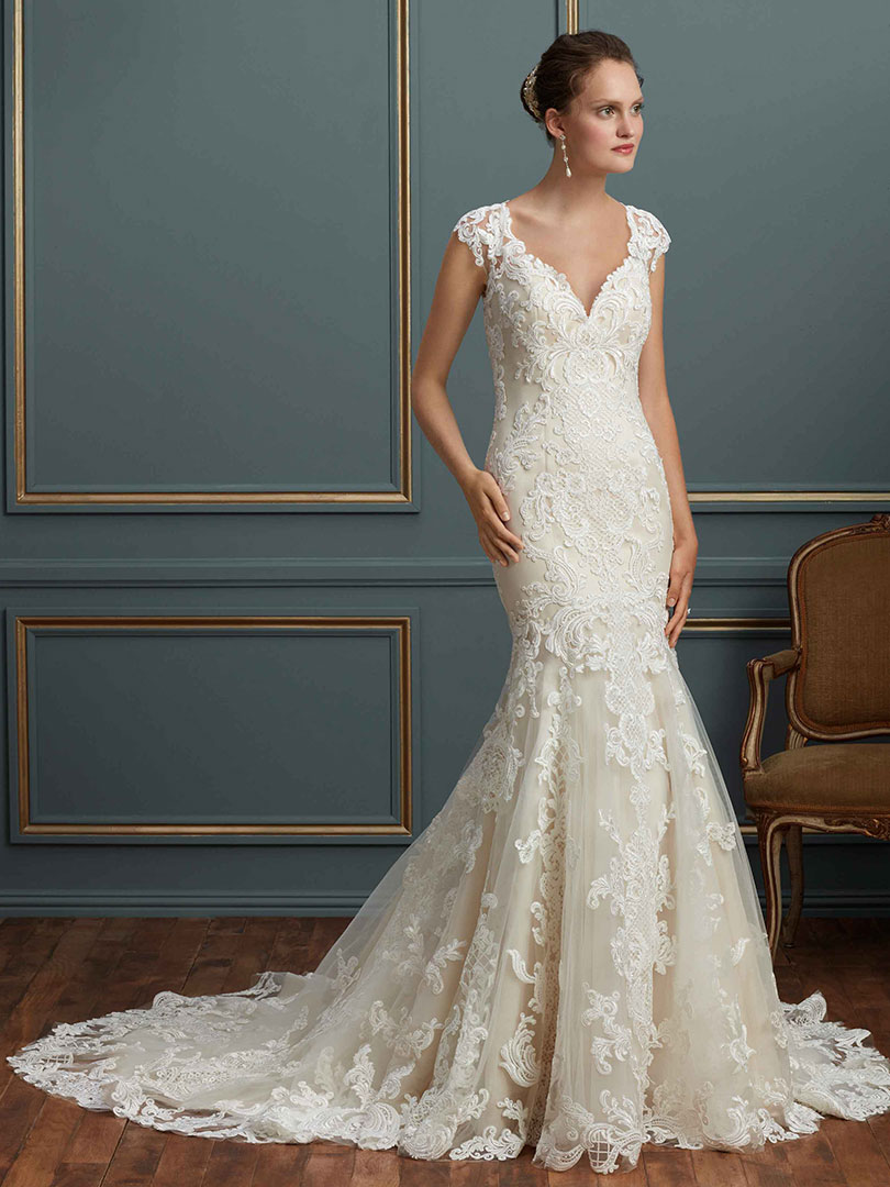 lace back wedding dress for classy vintage look.